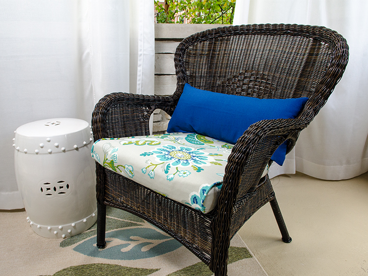 DIY simple lumbar pillow for your patio