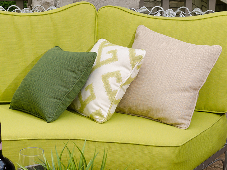 DIY Pillows with Piping
