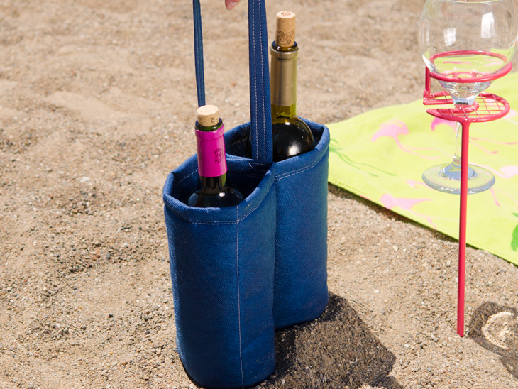 This DIY Wine Tote is perfect for a beach day!